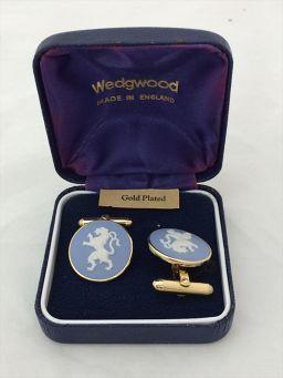 ウェッジウッド ウェッジウッド カフス 陶器 水色 ゴールド 【中古】 アクセサリー 一宮3