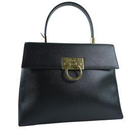 Salvatore Ferragamo Salvatore Ferragamo Gancini Calf Black Ladies Handbag [Used] A rank