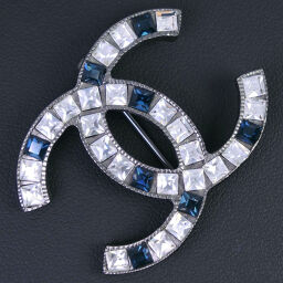 CHANEL Coco Mark Blue Stone Rhinestone x Metal Material Silver 05P Engraved Ladies Brooch [Used] A-Rank